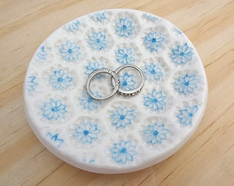 Ceramic ring dish. Ring holder with blue flowers. Jewellery holder, porcelain bowl. Perfect for engagement or wedding gift. Bridesmaid gift