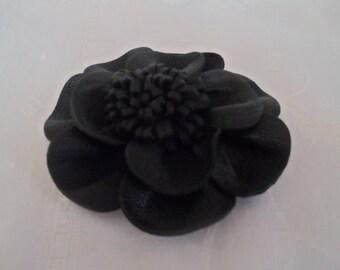 Flor negra, cuero para usar en una chaqueta o un vestido de diámetro Perno 12 cm