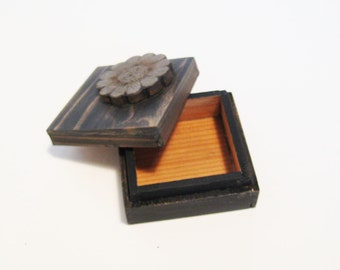 Small Wood Trinket Box Natural Wood Grain Gray Box with Flower on Lid, wood memory box