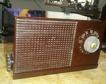 Vintage RCA bakelite am tube radio  (restored )