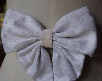 Belt white, mounted a big bow lace d / 1980