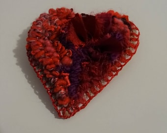 Sweet Heart: hand embroidery brooch