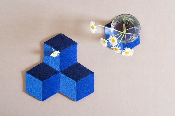 Felt trivet, ornamental mat, geometric, blue, cubes, home decor, wool felt, gift idea, handmade, made in Italy