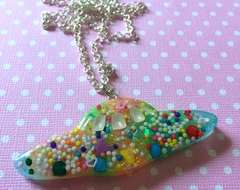 Kawaii Spaceship Pendant / Kawaii UFO Resin Necklace / Creepy Cute Pastel Goth Fairy Kei Soft Grunge Jewelry / Cute Space Ship Necklace