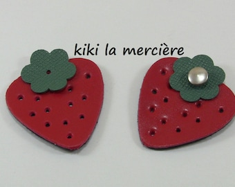 set of 2 strawberry, fruit leatherette thick riveting red and green 4.5 / 5 cm