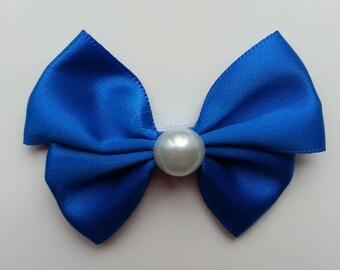 noeud en satin bleu  et demi perle blanche 42*55mm