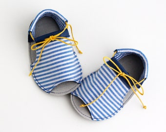 PETIT BATEAU sandalias de bebé, en piel natural y tela de algodón