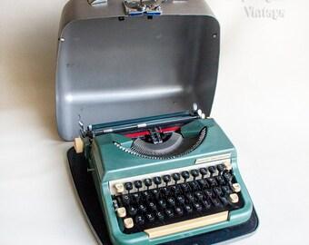Vintage Retro 1963 British Made Imperial Good Companion 6T Typewriter in Metal Case.
