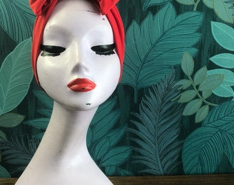 Pillar box Red turban bow