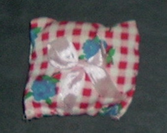 BOW PILLOW (West Germany)