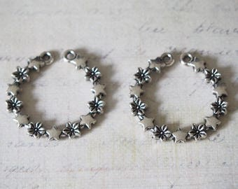 Round connector open flowers and 30mm silver metal stars
