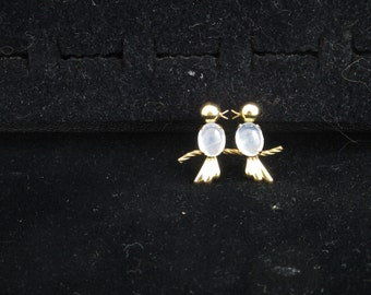 Van Dell 12K Gold Pin, Two Birds with Glass Cabochon Bodies
