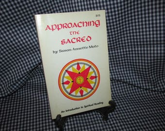 """Susan A. Muto's """"Approaching the Sacred: An Introduction to Spiritual Reading"""""""