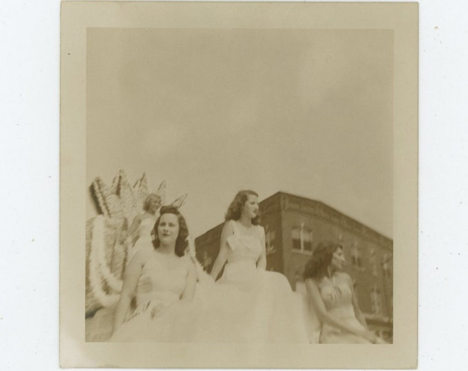 Vintage Snapshot Photo: Parade Float, c1940s [86688]