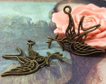 "33 x 32 mm  ""Messenger of Peace"" Antique Bronze Swallow Pendant Charms (.su)"