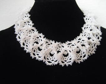 White beaded necklace ogalala, beaded collar