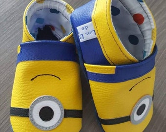 Soft booties yellow leatherette wit the Minions