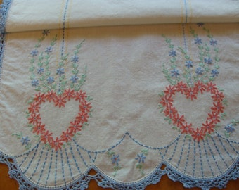 Sweet Heart of Flowers ~ Vintage Embroidered Table Runner ~ Table Scarf ~ Cottage