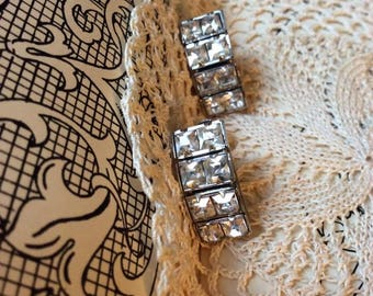 Vintage 1950s 1960s Earrings Screw Back Style Posts Rhinestones Clear Bright Shiny Prong Set Rhinestones Silver Tone COLOR Metal Unsigned