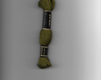 7425 Colbert tapestry wool dark green