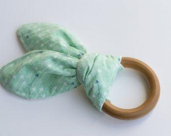Organic wooden teething ring, crinkle teether, arrow print, gender neutral teething toy, crinkle baby toy, bunny ears teething ring