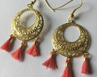 Round earrings gold, pink PomPoms, engraved round support.