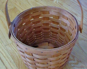 Vintage Longaberger Apple Gathering Basket (Signed/Dated on Bottom)