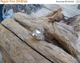 ON SALE Ladies saddle ring in sterling silver
