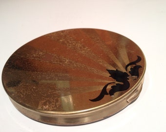 Vintage Wadsworth Goldtone Compact with Nice Abstract Design on Lid (Has Mirror, Puff, and a Little Powder)