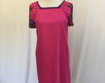 Fuchsia Mexican TunicDress//1960s//Embroidered Sleeves