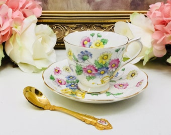 "Royal Albert Flower of the month teacup and saucer ""Daisy"" circa 1950."