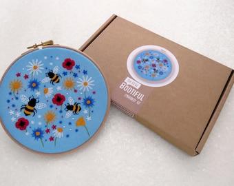 Las abejas Kit de bordado flor silvestre aguja artesanal Kit, DIY flores silvestres aro arte, proyecto de bordado de la mano de verano, Floral Kit de costura, costura regalo