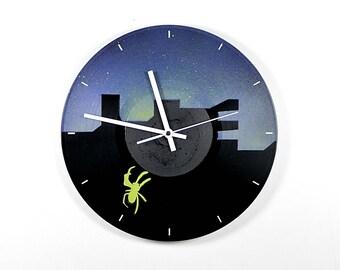 Vinyl wall clock: Spider. With a silent quartz movement. Vinyl wall clock spider with silent quartz clockwork