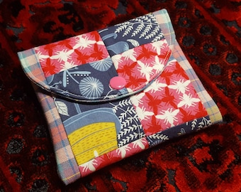 Patchwork wallet, wallet, patchwork pouch, small snap pouch, credit card wallet, bees, bee patchwork, small wallet, card organizer