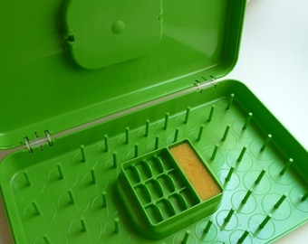 Vintage Thread Case, Wil Hold, Bright Green Case, Vintage Bobbin Case, Sewing Room, Plastic Case, Unique Case, Home Decor, Sewing Supplies