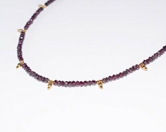 VENUS crew neck Garnet and gold beads