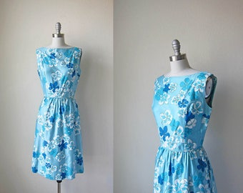 1960s vintage sky blue hibiscus Hawaiian floral flower print sleeveless fitted waist dress xs