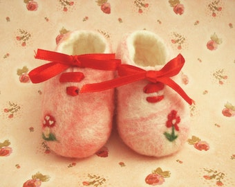 Newborn handfelted  shoes