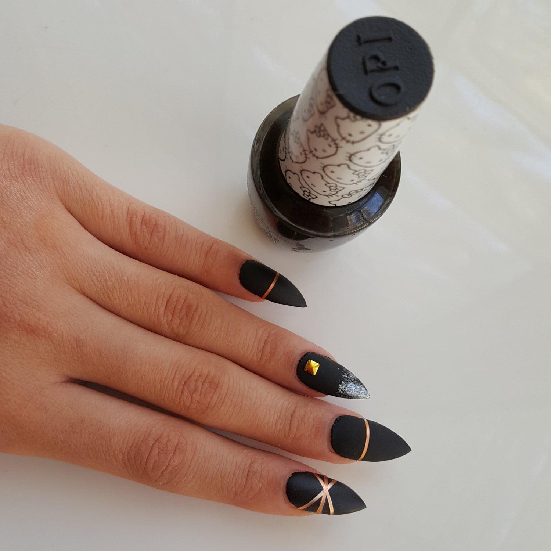 Perfect Matte Black Nails With Gold Mold - Nail Art Ideas - morihati.com