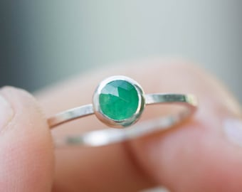 Emerald - Simple silver solitaire ring with emerald rose cut gemstone, May birthstone, 5mm
