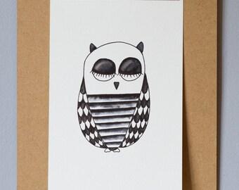 hiboux endormi, illustration pour chambre d'enfant, noir et blanc minimaliste, dessin texturé, encre noire, dessin original, p'tit dessin
