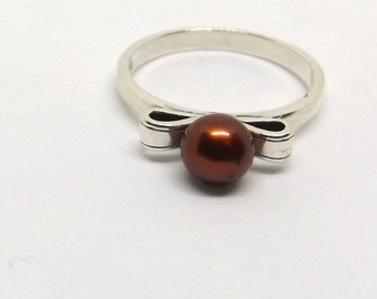 6 mm Chocolate Pearl Bowtie Ring