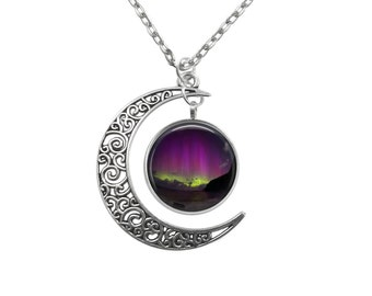Aurora Australis Galaxy Night Skies Crescent Moon Pendant V3861