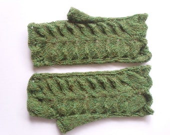 "Lace fingerless gloves. M size. Hand circumference 8"". Green variegated  wool  Hand knit  Ready for shipping"