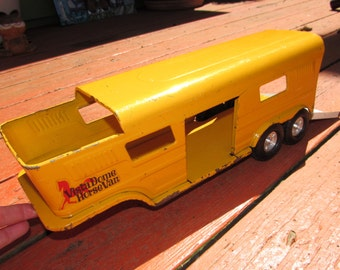 Vintage Bright Yellow Metal Structo Vista Dome Horse Van Trailer Childs Toy, 70s, collectible, esquine, animal carrier