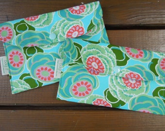 Privacy pouch - Sanitary pad holder - Feminine hygiene bag - Tampons holder - Tampons, pads and pantiliner wallet - Clouded floral
