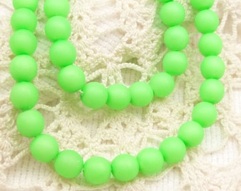 Neon Green Blacklight Czech Druk Beads, 6mm, (30 beads) D6/080