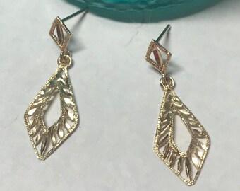 Vintage diamond shaped filigree 14k gold earrings