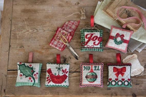 Cross stitch pattern christmas decorations needlepointchristmas cross stitch pattern christmas decorations needlepointchristmas cardsscandinavianornamentsdiyredjoywreathmyrtlebirdanette eriksson from solutioingenieria Gallery