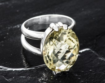 Ring with lemon quartz